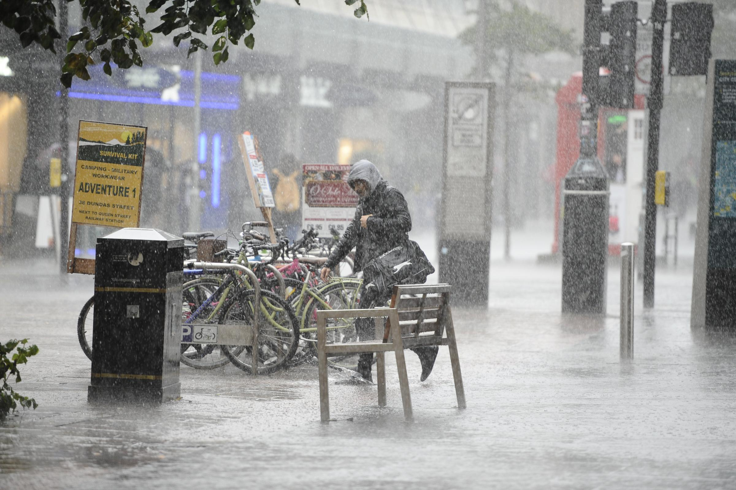 Glasgow set to be SOAKED with non-stop heavy rain this weekend
